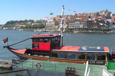 Barco crucero bodegas Oporto río Duero