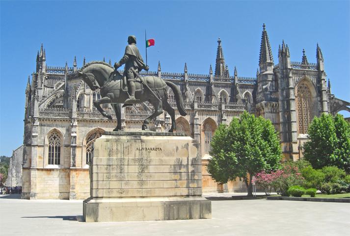 Estatua a caballo fachada Monasterio de Batalha