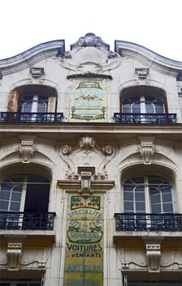Edificio fachada Art Nouveau centro histórico Orleans