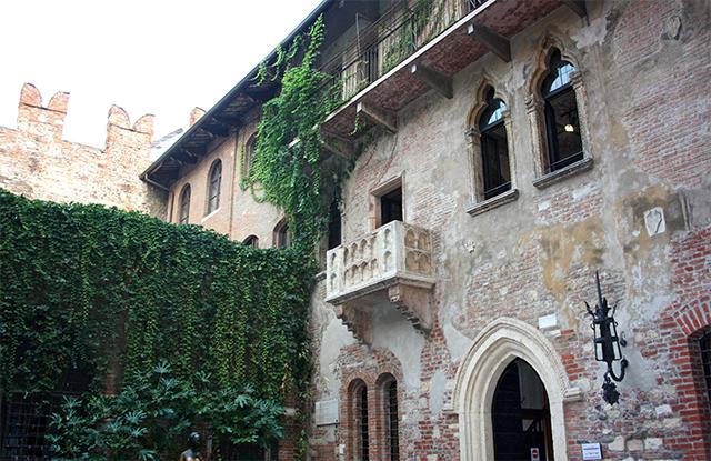 Balcón Casa natal Julieta Romeo enredadera Shakespeare