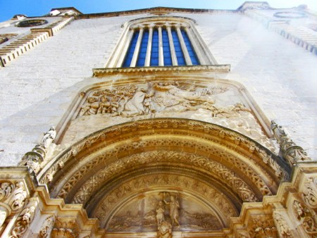 Picado entrada neogótica Iglesia San Juan Bautista Calvià Mallorca