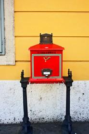 Buzón real rojo correos Buda