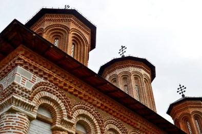 Torres ventanas fachada monasterio siglo XVI principe Valaquía