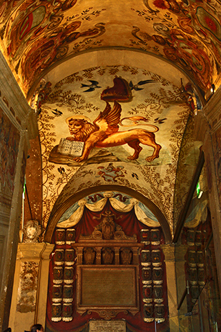 Fresco león Palazzo Archiginnasio Bolonia