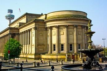 Explanada museos St Georges Hall Torre Televisión Liverpool