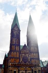 Fachada torres góticas sol Catedral Bremen