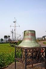 Campana puerto ferry Mersey Liverpool