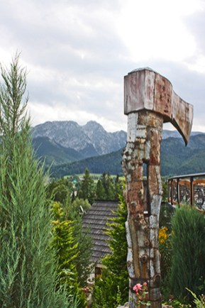 Hacha acero bosques Montes Tatras Zakopane Polonia