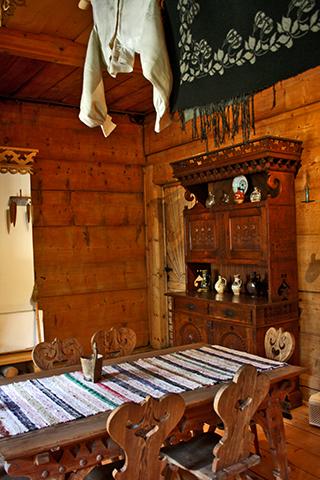 Interior comedor casa madera Zakopane Polonia