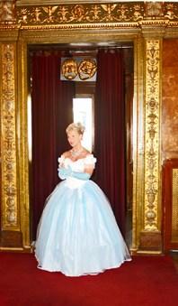 Tenor vestido blanco voz Ópera de Estado Budapest