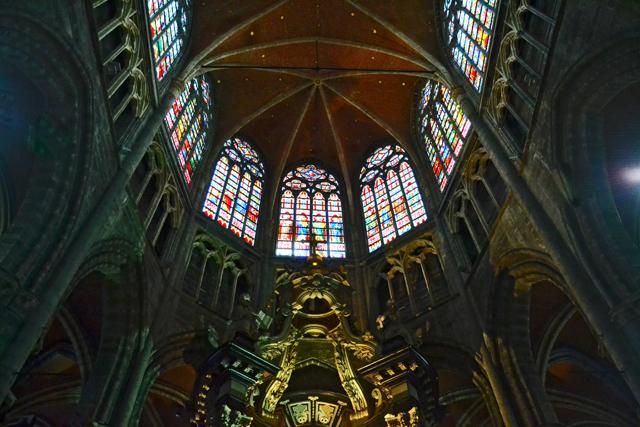 Contrapicado cúpula arcos vidrieras Iglesia San Nicolás Gante
