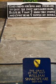Tumba William Shakespeare versos Iglesia Sagrada Trinidad Stratford-Upon-Avon