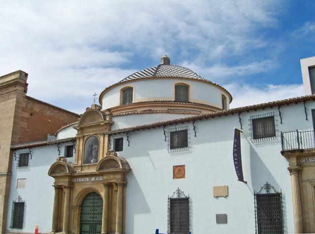 Iglesia de Jesus junto a la Iglesia de San Andres y el Museo Salzillo en la plaza San Agustin