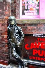 Escultura John Lennon The Cavern pub Mathew Street Liverpool