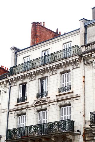 Fachada modernista balcones Blois Francia