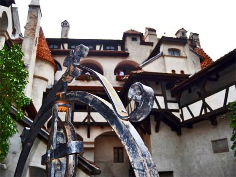 Pozo patio interior ventanas Castillo Drácula Rumanía