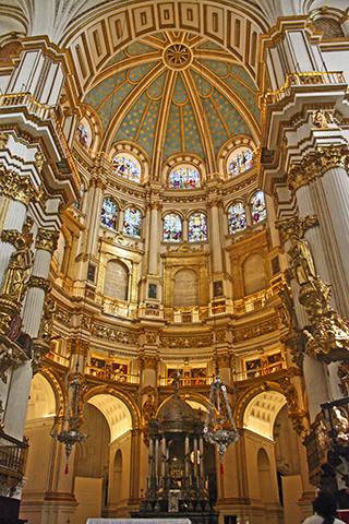 Altar mayor cúpula oro Catedral Granada Renacimiento