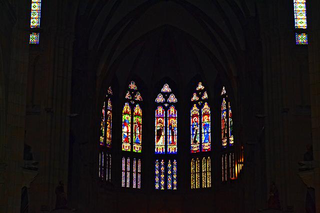 Vidrieras colores gótico Basílica Buen Pastor San Sebastián Donostia