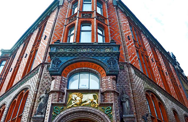 Raths farmacia Modernista fachada ladrillo rojo centro histórico Hannover