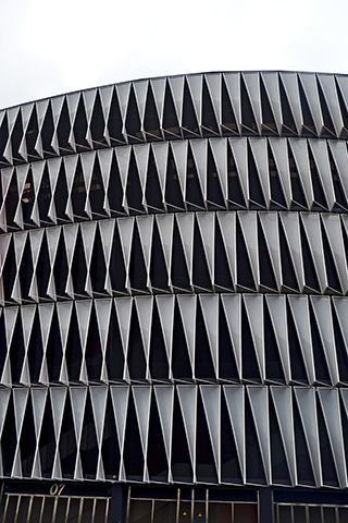 Estructura modernista exterior geometría radial estadio San Mamés