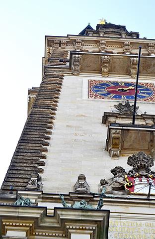 Picado torre reloj barroco esculturas relieve Rathaus ayuntamiento Hamburgo