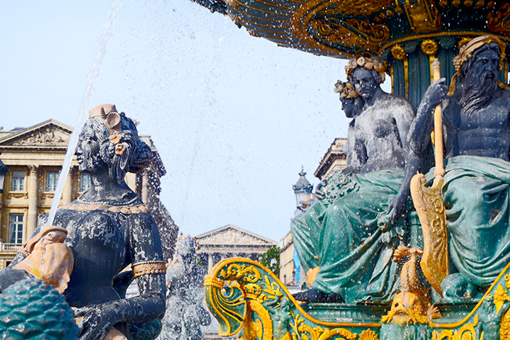 Agua cayendo fuente esculturas barroco Plaza Concordia París