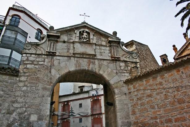 La Puerta del Angel abriendonos las puertas de la tradicion en San Ildefonso