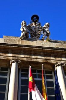 Esculturas ángeles fachada Universidad Lorenzana Toledo