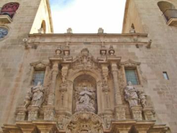 Espectacular fachada barroca siglos XIV al XVI Iglesia Santa María Alicante