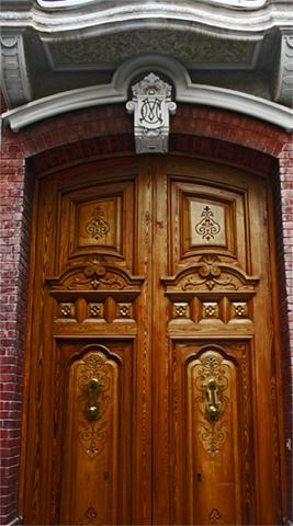 Puerta madera modernismo calles Vila-Real Castellón