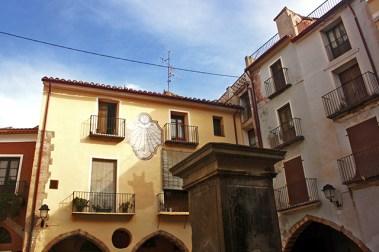 Escudo fachada plaza Font de Dins modernismo Onda Castellón
