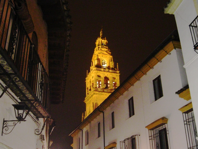 Barrio Judería torre Mezquita Catedral iluminación noche Córdoba