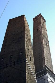 Torre Asineli dos torres centro histórico Bolonia