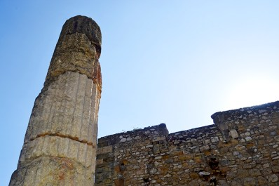 La via de Imperi Romano ens rep solemnes
