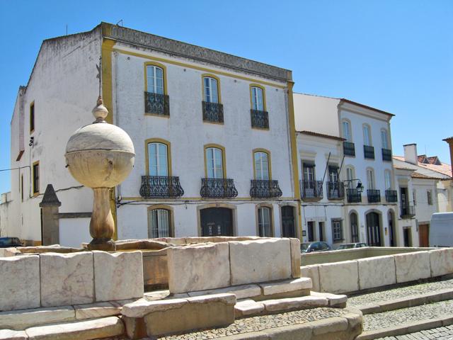 Plaza Porta de Moura Évora Portugal