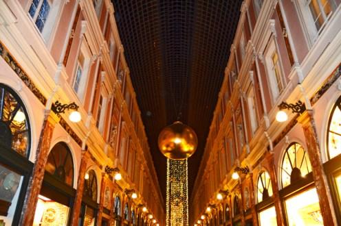 Esfera dorada lujo Galeries Royales Saint-Huber neorrenacentistas Bruselas