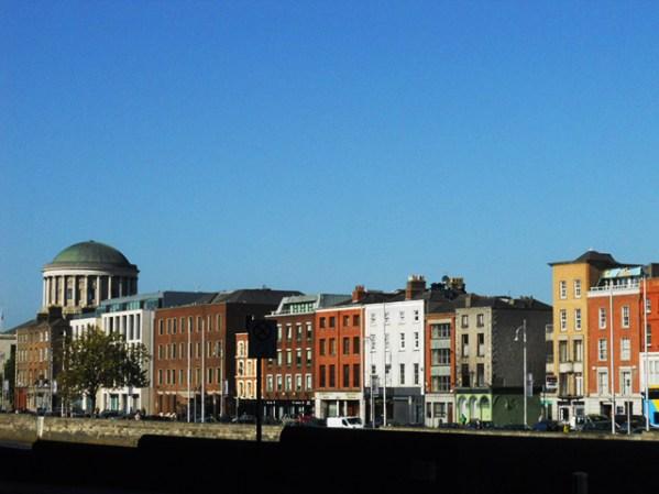 Fachadas edificios colores Four Courts Gandon Dublín