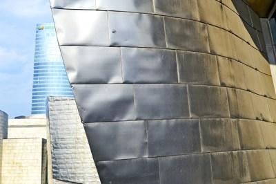 Ladrillos metal estructura exterior Museo Guggenheim Bilbao