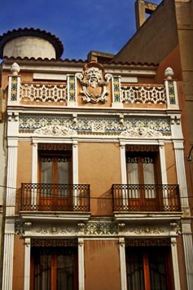 Fachada modernista máscara Art Nouveau casa centro Onda Castellón
