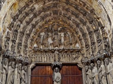 Pórtico apóstoles esculturas catedral gótico Chartres Francia