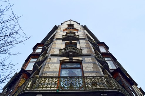 Vista picado fachada Art Nouveau Saint-Gilles Bruselas