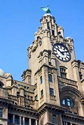 Escultura pájaro reloj edificio Royal Liver Assurance