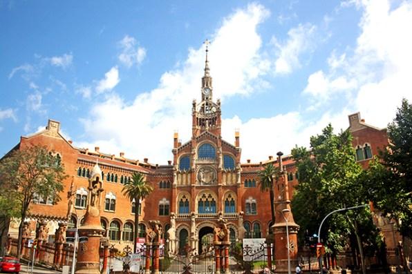 Fachada principal Hospital de la Santa Creu i Sant Pau Modernismo Lluís Domenech i Montaner Barcelona