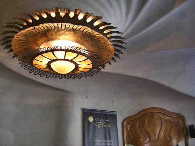 Lámpara concha mar espiral Casa batlló Gaudí Barcelona