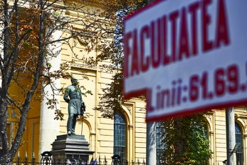 Estatua Louis Blanc Facultad de Medicina Universidad de Bucarest