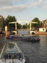 Puente colgante blanco Magere Brug canales Amsterdam