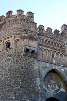 Puerta del Sol piedra mudéjar Toledo