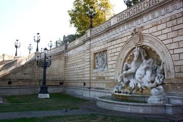 Escultura caballo Scala Montagnola parque Bolonia