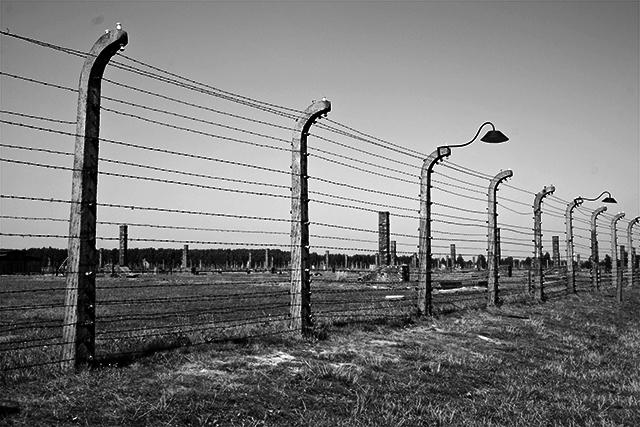 Vallas electrificadas campo concentración Auschwitz Birkenau