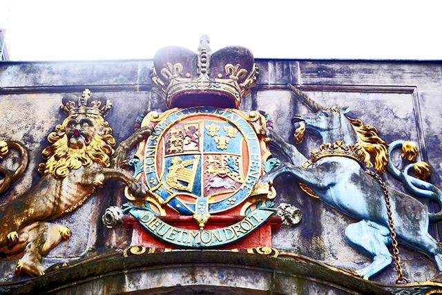 Escudo heráldico león caballo friso vivienda Hannover